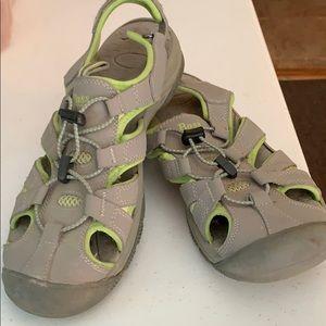 Bass closed toe sandals